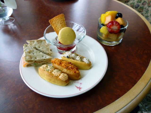 Snacks in der Castle Club Lounge