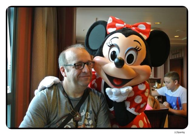 Mit Minnie beim Frühstück